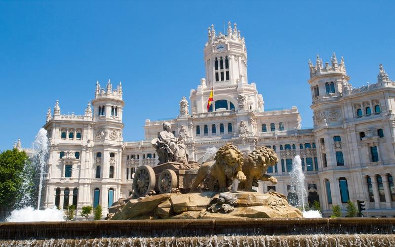 Cibeles Meydanı ve Sarayı