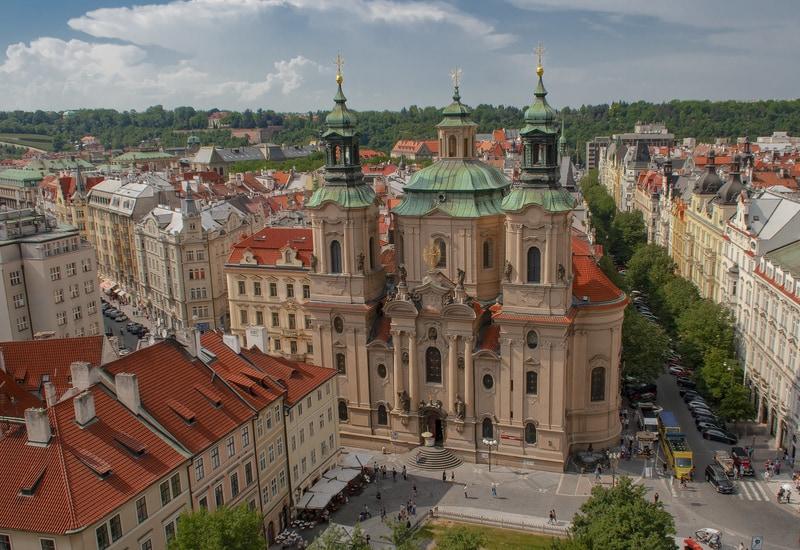 St. Nicholas Kilisesi - Prag da Gezilecek Yerler