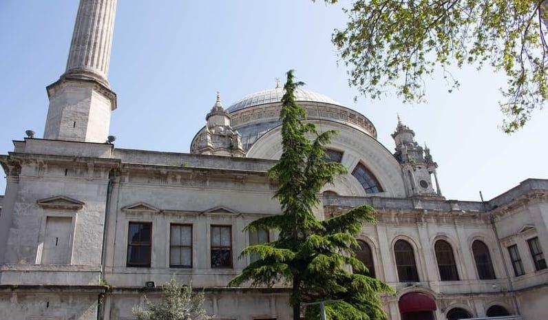 Dolmabahçe Camii - Beşiktaş Gezilecek Yerler
