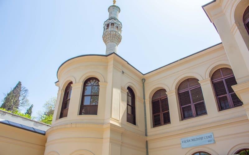 Küçük Mecidiye Camii