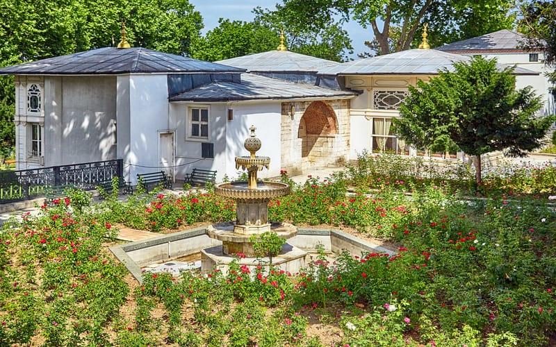 Lale Bahçesi ve Köşkler - topkapi sarayinin bolumleri