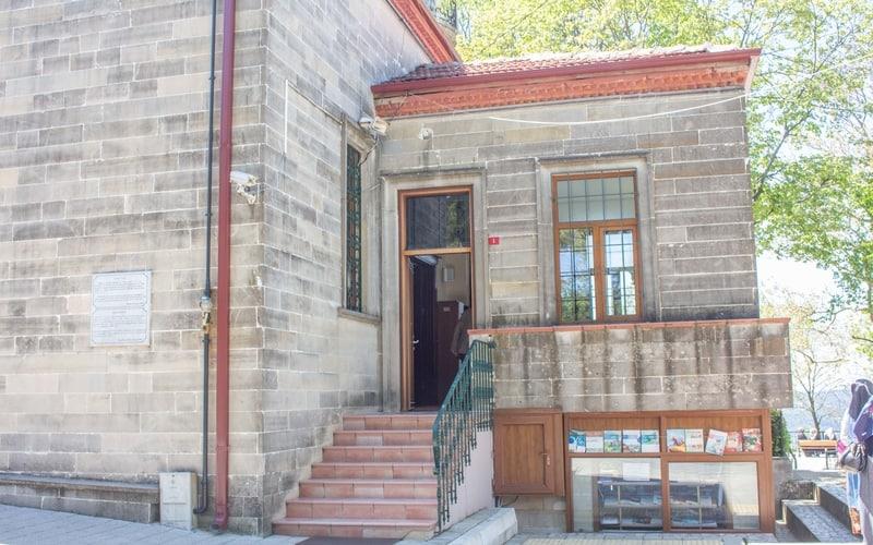 Tepedeki Camii