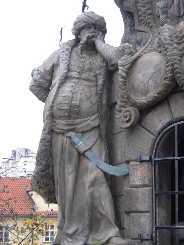 Charles Köprüsü Osmanlı Heykeli