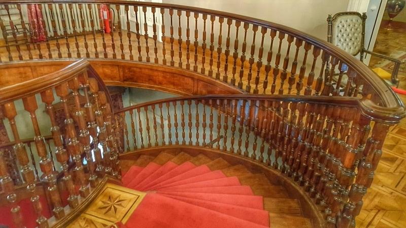 Kasr-ı Hümayun merdivenleri - foto kaynak ; binbirdemetyasemen.blogspot.com