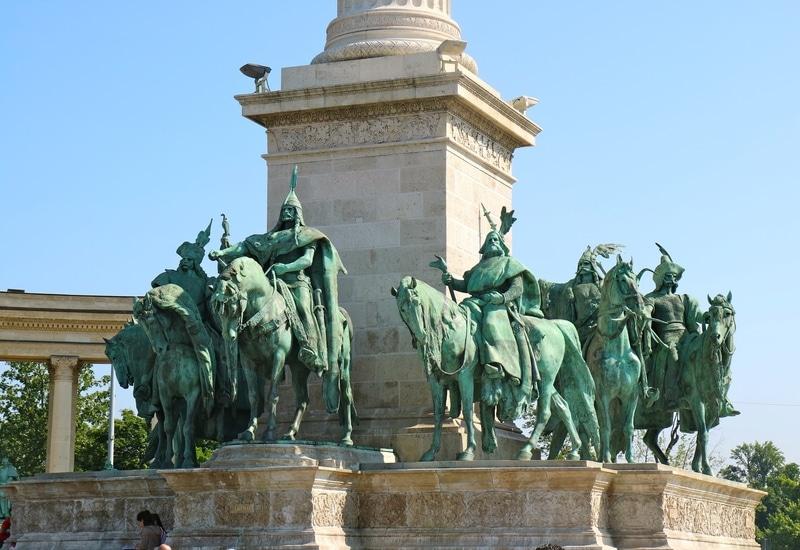 Budapeşte Kahramanlar Meydanı tarihçe