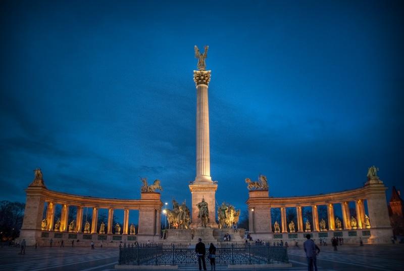 Budapeşte Kahramanlar Meydanı Tarihi