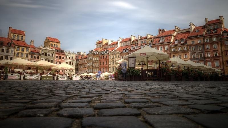 Varşova da Gezilecek Yerler - Kale Meydanı