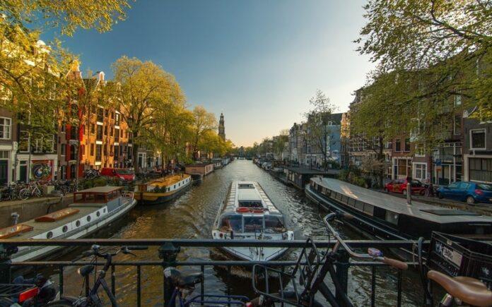 Amsterdam da nerede kalınır