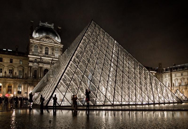 Paris te ucuz nerede kalınır